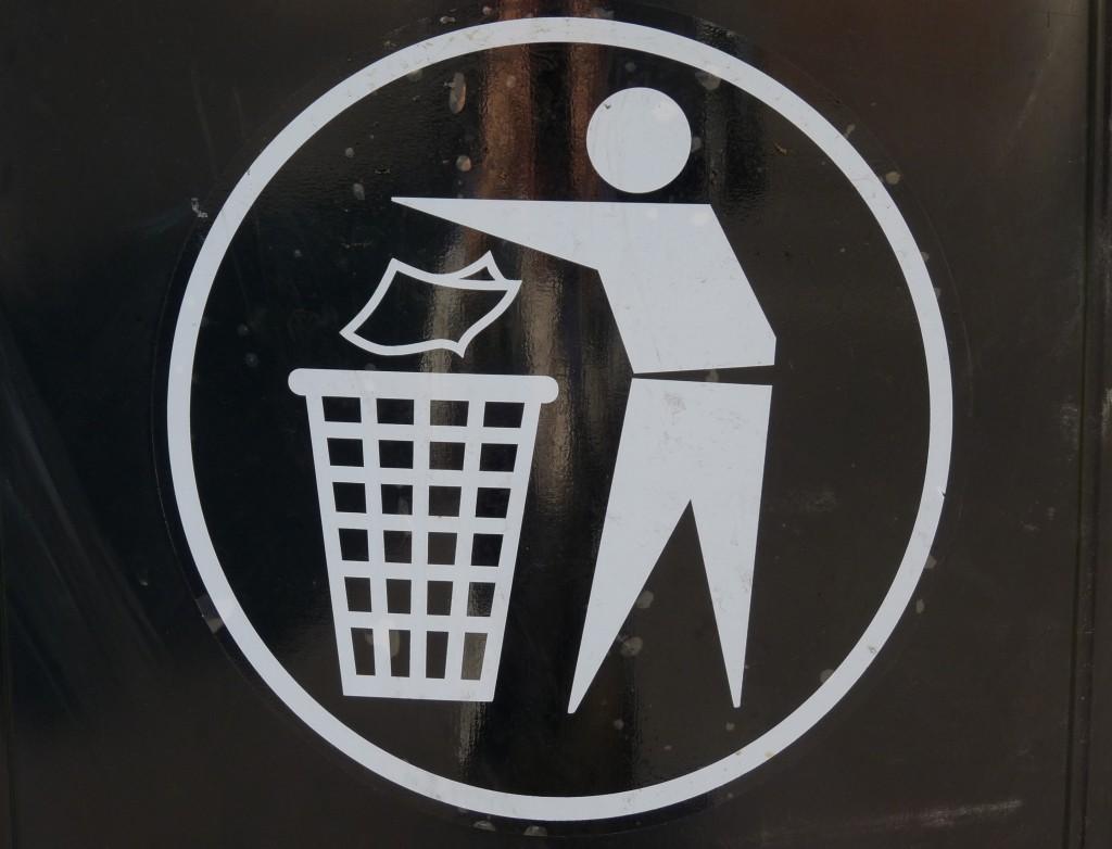 """463748 R by Dieter Schütz pixelio.de  1024x782 Das Thema """"Abfall"""" betrifft uns alle, denn jeder Mensch verursacht Müll."""