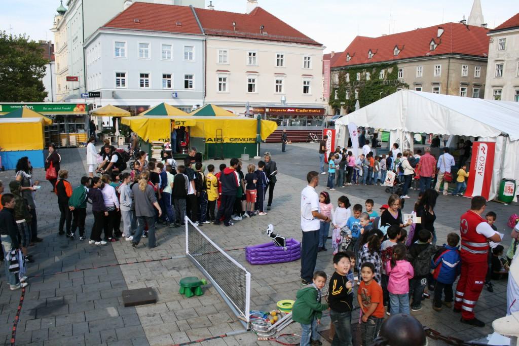 2010 09 24 WN Hauptplatz 1024x683 Projekt Bewegungskaiser begeistert jung und alt.