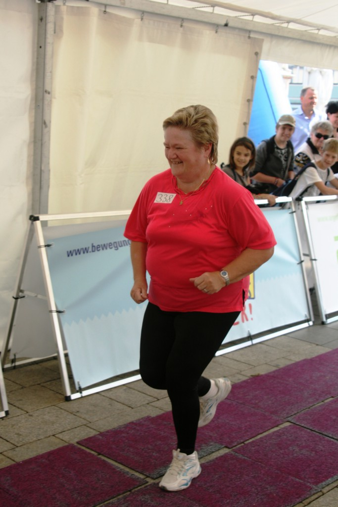 2010 09 24 WN Lauf Pink Omi Elfriede Swoboda 3 683x1024 Projekt Bewegungskaiser begeistert jung und alt.