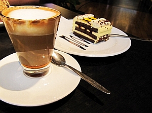 1301929694i1324 Unselige Mischung: Braten, Kaffee und Kuchen