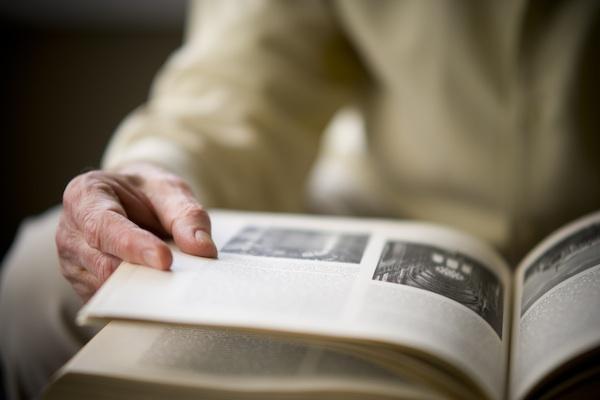 Copyright MelCurtisPhotographs Mit Lesen gesund und aktiv Altern: