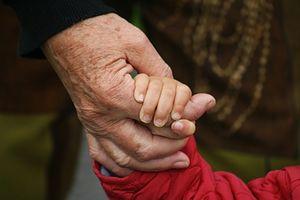 Gendefekt: Ältere Väter stellen Risiko dar