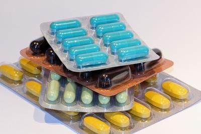 568897 web R by Andrea Damm pixelio.de  Gefälschte Medikamente überschwemmen Europa
