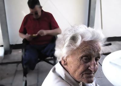 593543 web R K B by Gerd Altmann pixelio.de   Für einen Pflegefall in der Pension abgesichert?