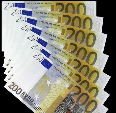 596227 web R K B by Lupo pixelio.de  Krise: Reiche setzen auf Geld, Arme auf Familie