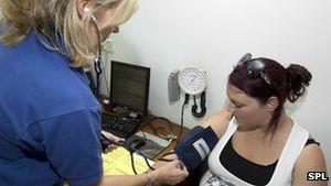 Bluthochdruck: Minitumore in Nebennieren schuld