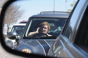 Handy am Steuer führt nicht zu mehr Unfällen