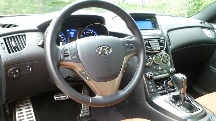 P1020536 Hyundai Genesis Coupe