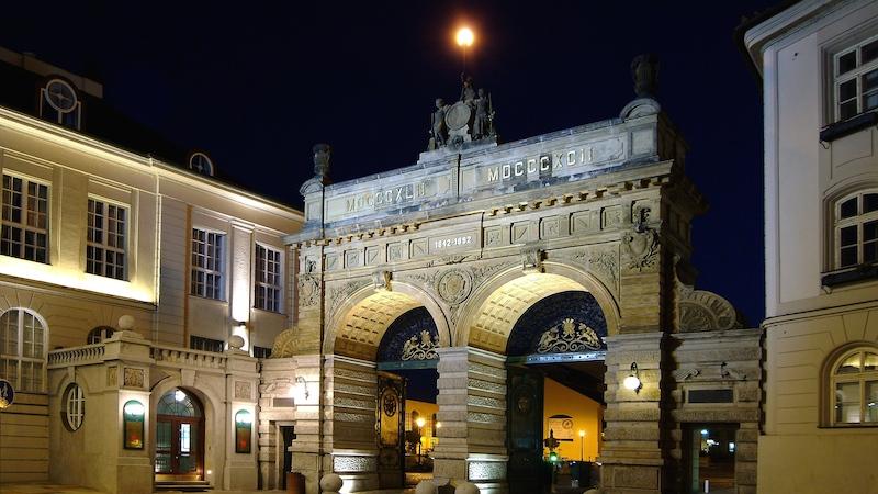 plzen   brana pivovaru plzensky prazdroj v noci 1 Pilsen ist 2015 Europäische Kulturhauptstadt