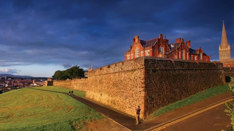 Derry Nordirland zu besuchen, fasziniert immer wieder