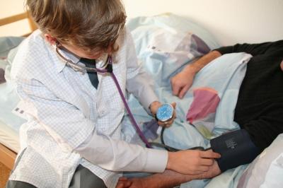 105293 web R by Philipp Flury pixelio.de  Der Gesundheit zuliebe Vorsorgeuntersuchung!