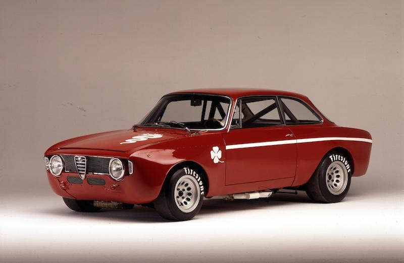 "GTA 1300 Junior 1971 Alfa Romeo mit 5 Motorsport Legenden beim Goodwood ""Festival of Speed"" 2014"