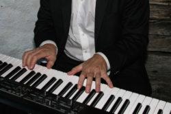 Klavier spielen lernen im Internet