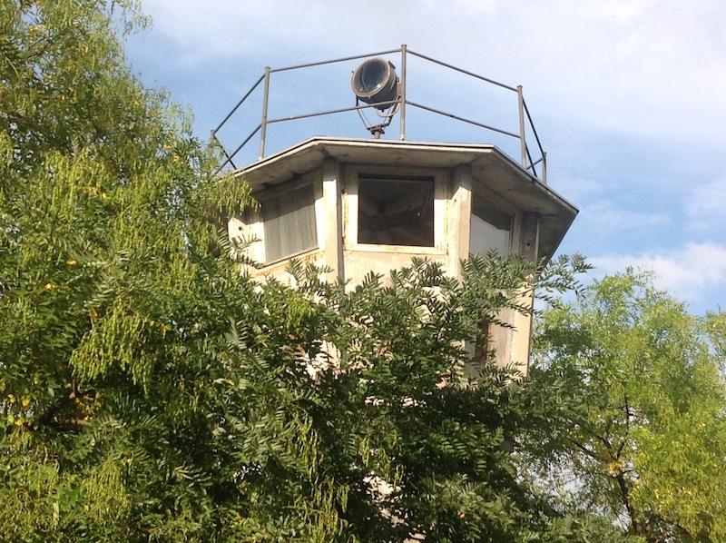 """Grenzwachturm Potsdamer Platz Berlin 25 Jahre """"Friedliche Revolution Leipzig"""" im Mittelpunkt der Weltöffentlichkeit"""