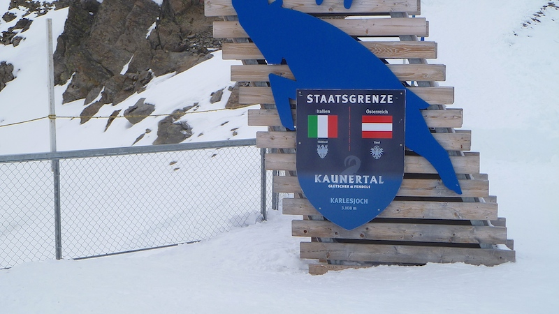 P1040410 Am Kaunertaler Gletscher bekommen Skifahrer Lust auf mehr