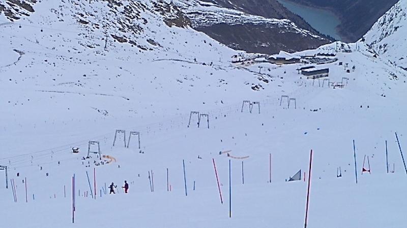 P1040411 Am Kaunertaler Gletscher bekommen Skifahrer Lust auf mehr