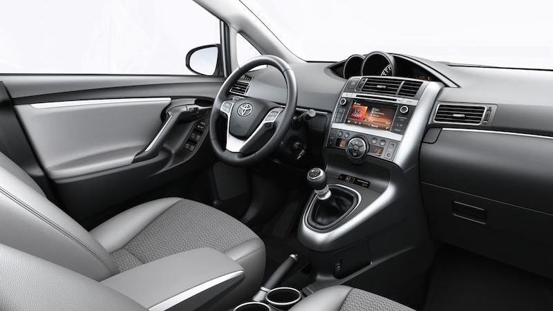 toyota verso 2014 interior tme 013 full tcm 3041 46375 Toyota Verso bei uns im Test