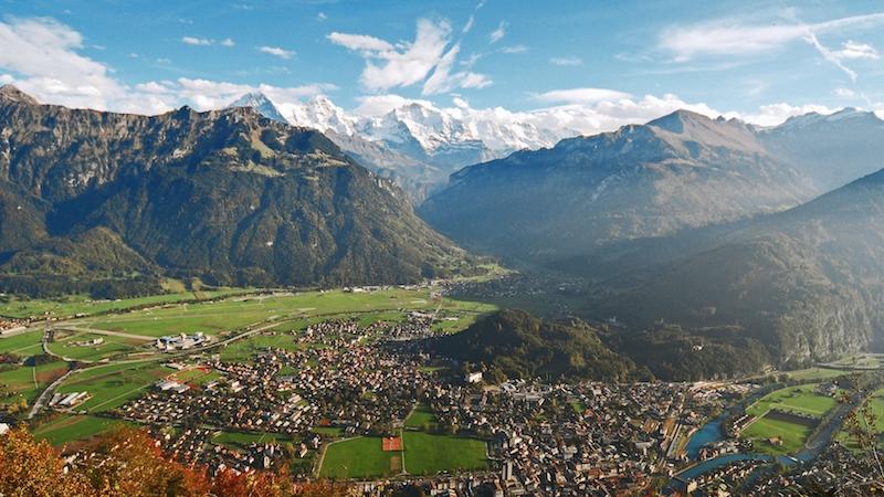 01 01 05 01 01 71 Interlaken Panorama Interlaken Ausgangspunkt für Aussergewöhnliches