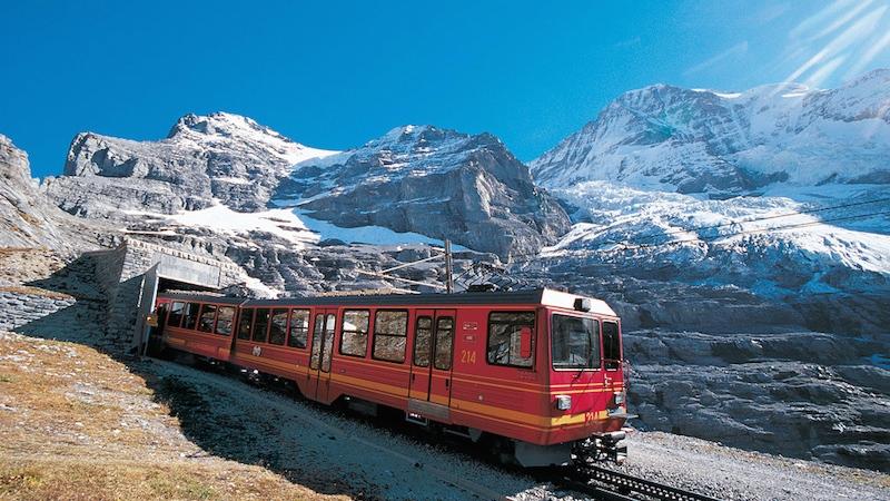 JB 008 Tunneleingang rgb Jungfrau Region und Jungfraujoch in der Schweiz – Top of Europe