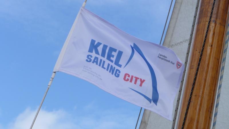 P1050032 Stadt Kiel – maritime Balance am Meer
