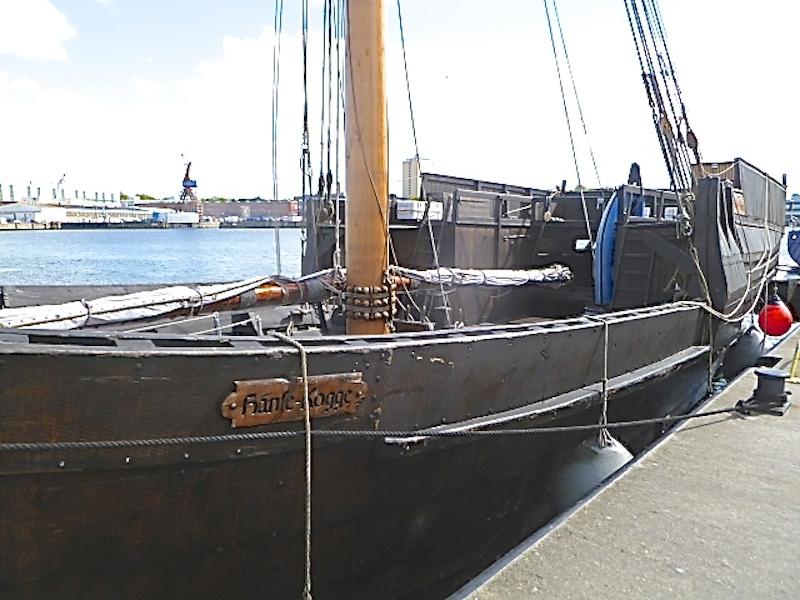 P1050039 Stadt Kiel – maritime Balance am Meer