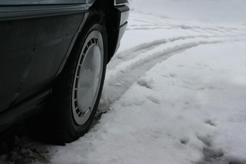 493854 original R K by Dominik Pöpping pixelio.de  Reifenwechsel nicht vergessen: Winterreifenpflicht gilt ab 1. November!