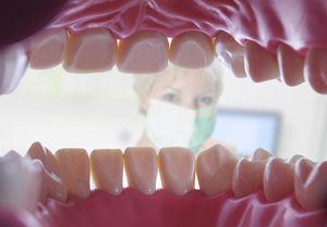 Auch Getränke ohne Zucker schädigen Zähne