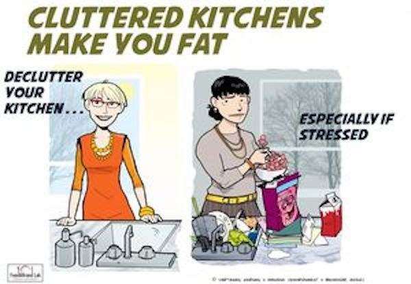 Frauen kapitulieren in Chaos Küchen vor Kalorien