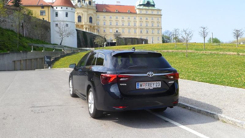 P1050930 TOYOTA Avensis Touring Sports