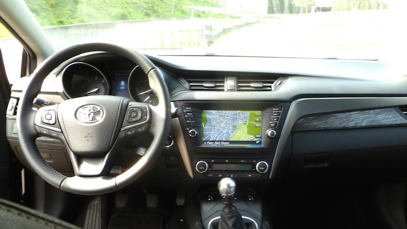 P1050933 TOYOTA Avensis Touring Sports
