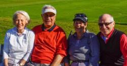 Lachende Senioren halten sich eher fit