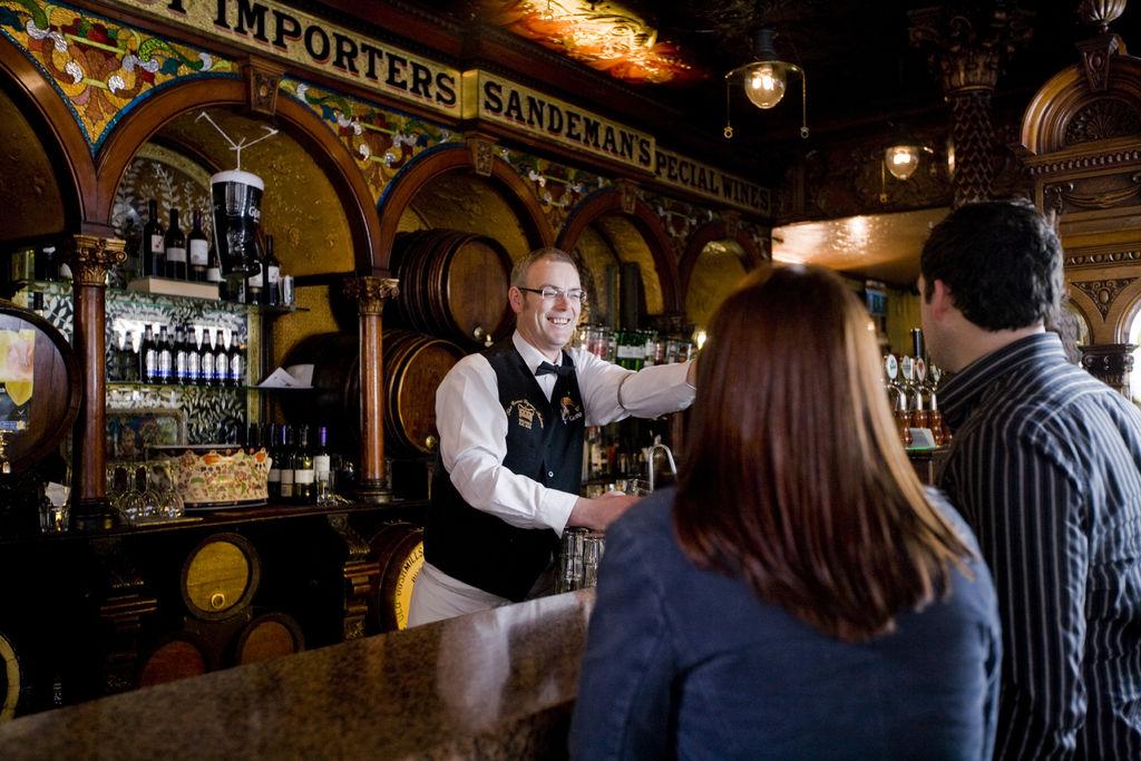 original 1465552315 Institution Pub: Wohnzimmer der irischen Kultur