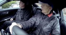 Wie 97-Jähriger in seinen Ford Mustang stieg und losfuhr