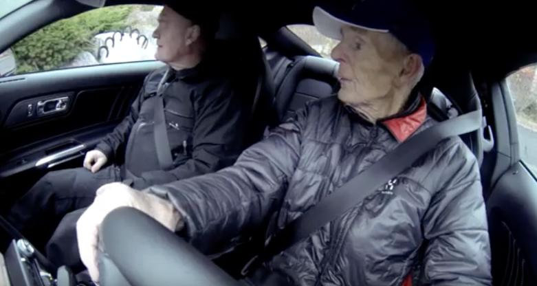 12 Wie 97 Jähriger in seinen Ford Mustang stieg und losfuhr