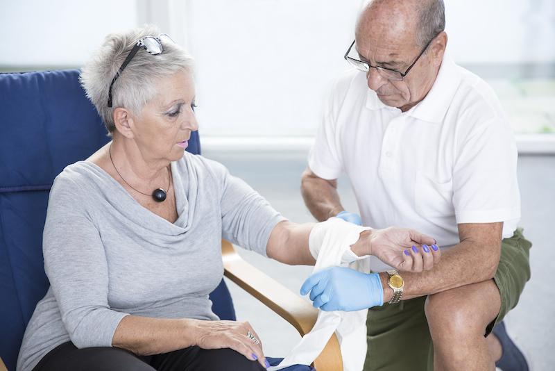 Armverband  c Johanniter Studeny medium Neu: Erste  Hilfe Kurse für Senioren