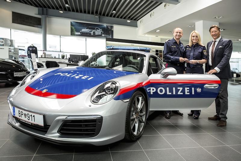 01 Polizei mit Porsche 911 unterwegs Porsche für die Polizei
