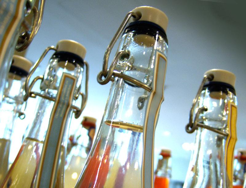 287549 original R K B by RainerSturm pixelio.de  Test: Stilles Mineralwasser