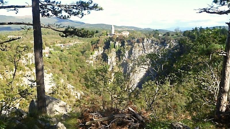 P1060749 Sloweniens Karst Landschaft der Gegensätze
