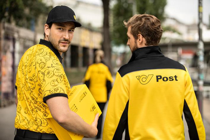 post ag neue uniformen detail herren zusteller Designerin M. Hoermanseder kleidet Postler ein