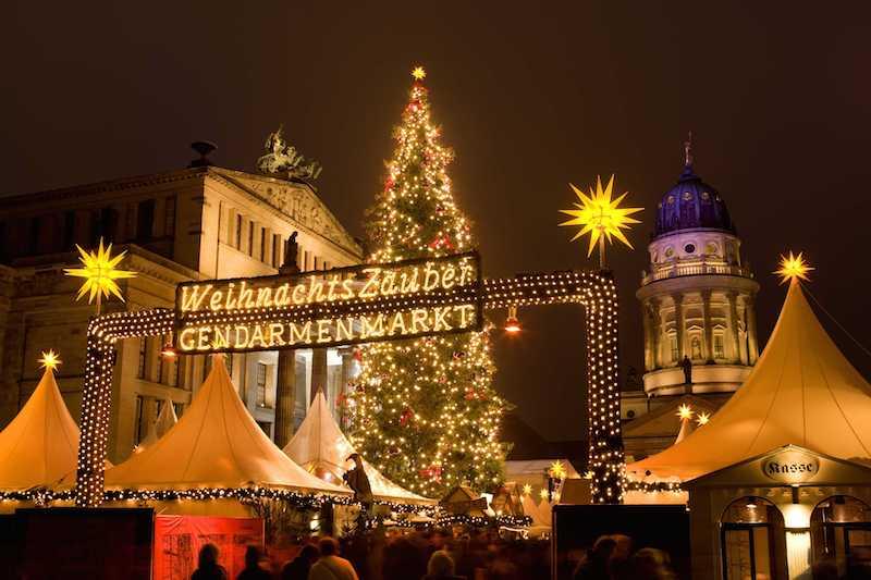 WeihnachtsZauber am Gendarmenmarkt c visitBerlin Foto Wolfgang Scholvien Winter in Berlin – eine Reise wert