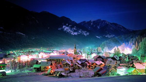 E1012 Der slowenische Ort Kranjska Gora zeigt sein Farbenspiel