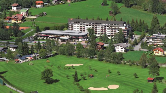 cesta mit golf1 678x381 Ein Aktivurlaub in Bad Gastein wird zum Erlebnis