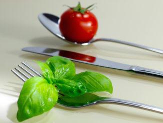 Gemüse essen. Foto: by_I-vista_pixelio.de