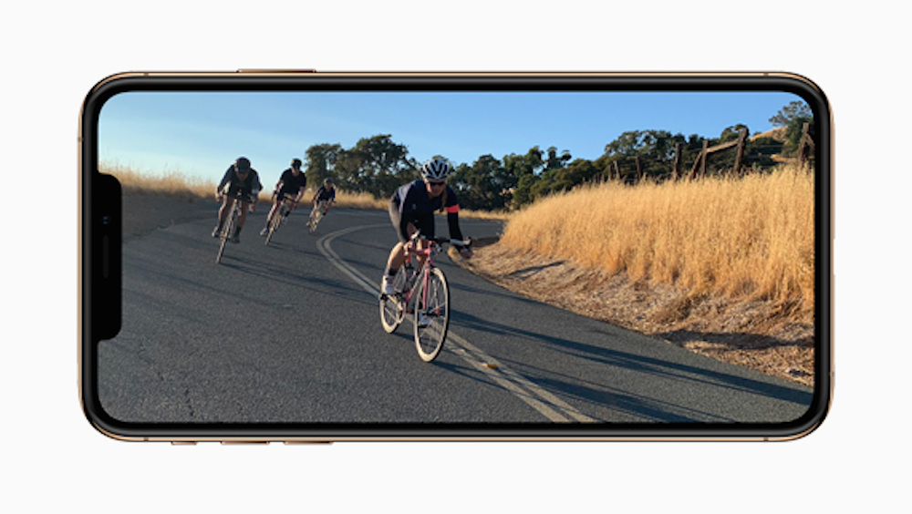 Apple-iPhone-Xs-gold-video-screen