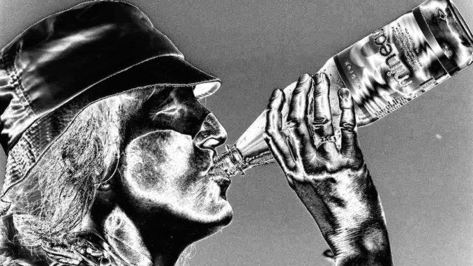 Wasser trinken ist wichtig. Foto: Hartmut910_pixelio.de