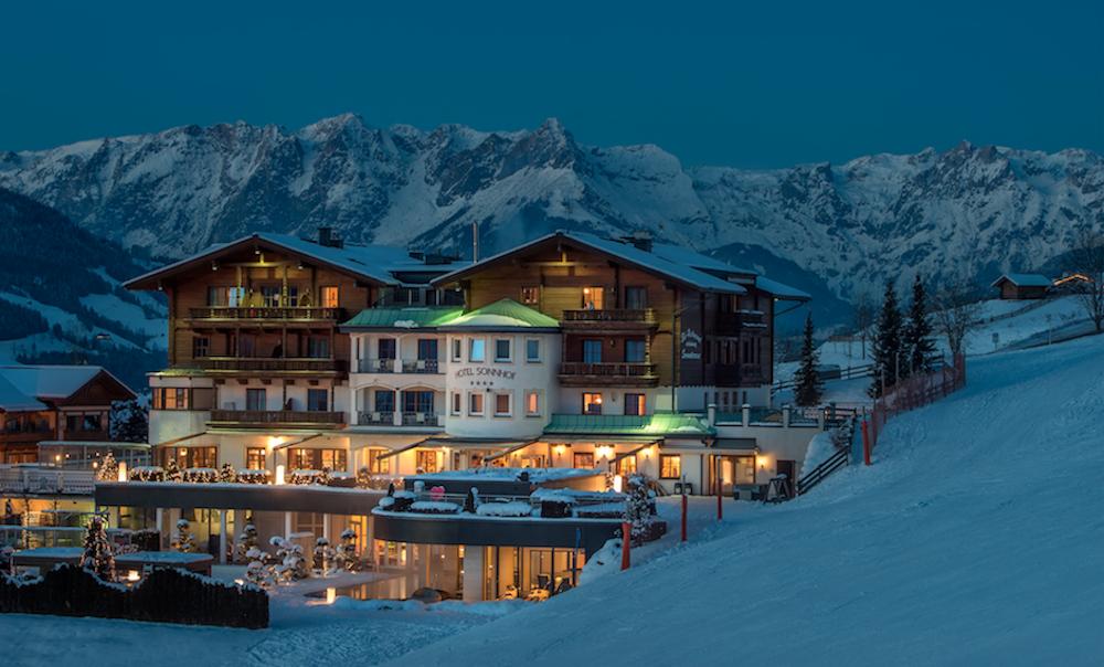 Hotelansicht im Winter©Sonnhof Alpendorf