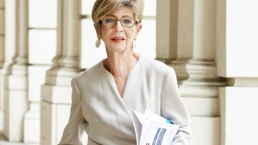 Ingrid Korosec am Weg ins Parlament. Foto: Seniorenbund