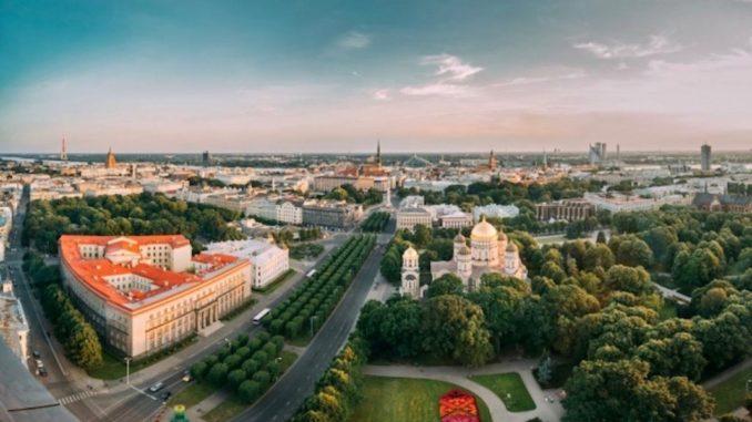 ©riga-panorama-latvia-travel