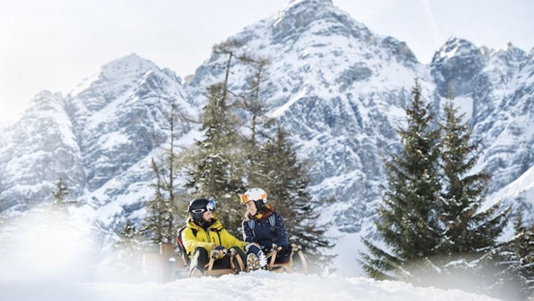 Winterspaß auf zwei Kufen kommt bei den vielen Rodelbahnen des Stubaitals bestimmt nicht zu kurz. ©TVB Stubai Tirol/Andre Schoenherr
